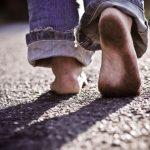 Benarkah Sering Berjalan Tanpa Alas Kaki Bisa Meningkatkan Resiko Kanker Kulit ?